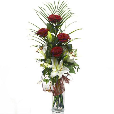 Mit Liebe: Rosen und Lilien
